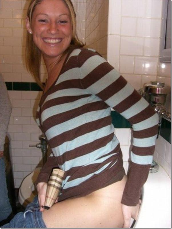 Garotas no banheiro masculino (1)
