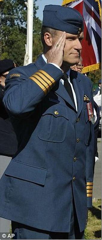Vida dupla de um piloto da força aérea canadense