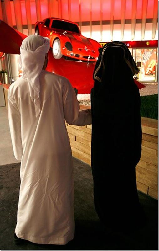 Ferrari World Abu Dhabi nos Emirados Árabes (2)
