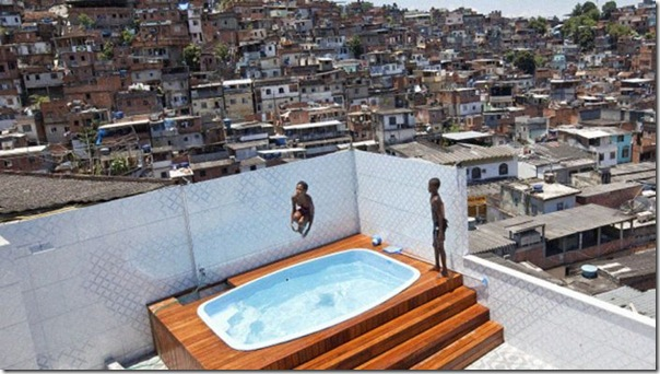 Quadro de Justin Bieber na casa de um traficante no Rio (8)