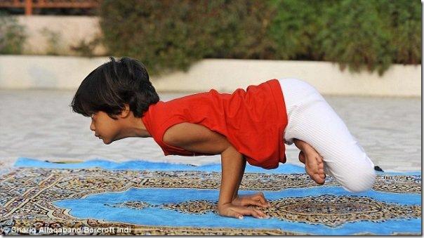 Instrutora de yoga de apenas 6 anos na India (3)