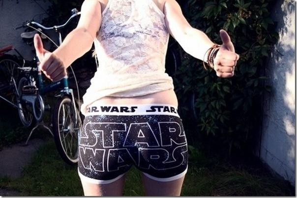 Garotas sexys com calcinhas nerds (4)