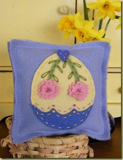 455_FreebieEasterEggPinCushion