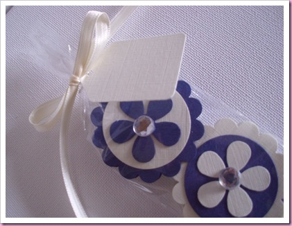 Tag at the top of scallop circle wedding favors