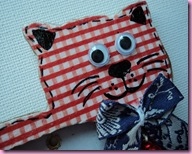 Red Gingham Cat Photoframe (1)