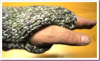 Easy knitted fingerless mitts