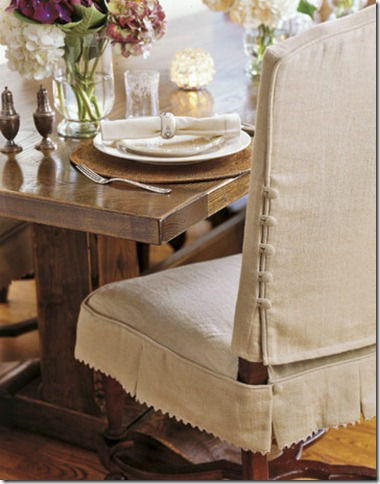Slipcovered-Dining-Chairs-HTOURS0107-de