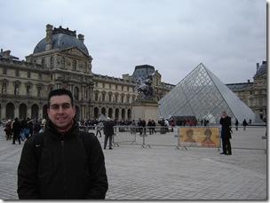 LouvrePiramide
