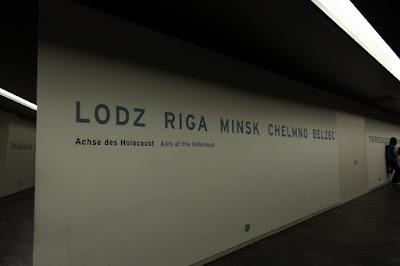 Ściana z nazwami obozów koncentracyjnych