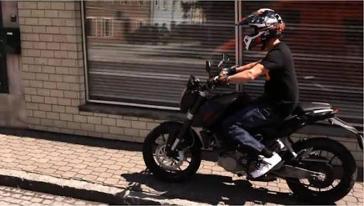 Ktm 125 Duke Stunt. KTM 125 Street Motorcycle