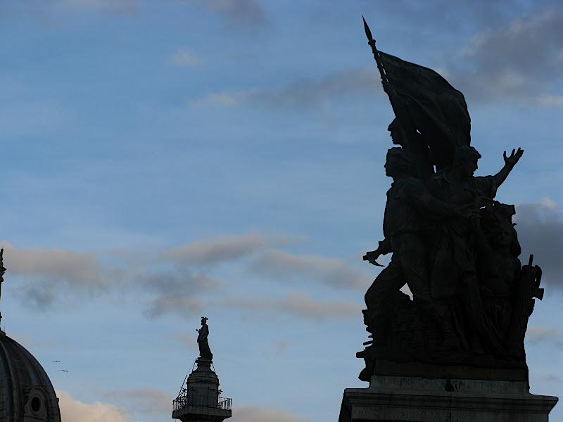 Escultures a Vittorio Emmanuelle II