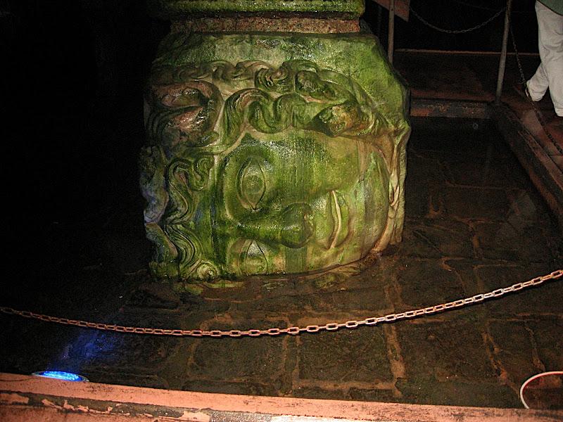 Cap de la Medusa a la cisterna d'Estambul