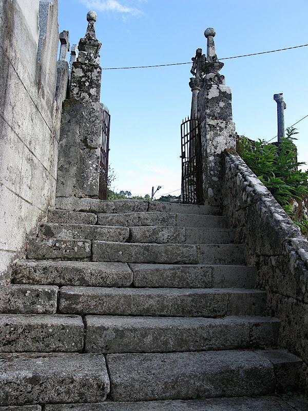 Porta del cementir de Sampaio