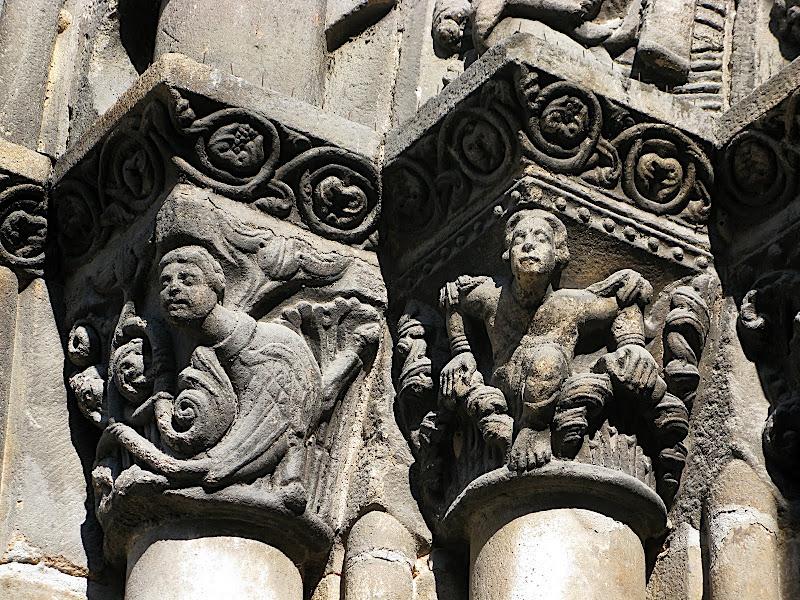 Detall de la porta de la catedral d'Ourense (II)