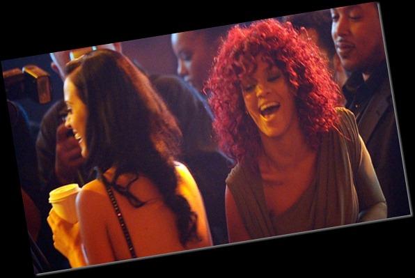 katy-perry-de-costas-e-rihanna-durante-american-music-awards-no-nokia-theatre-em-los-angeles-21112010-1296082224138_615x300