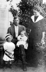Asahel, Pauline, Rudger and Andrew Smith, about 1912