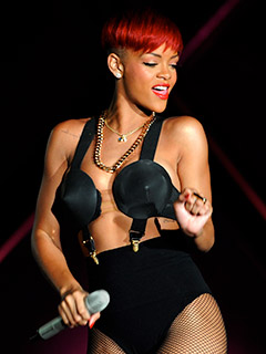 rihanna-cancels-more-shows-as-concert-industry-struggles-photos
