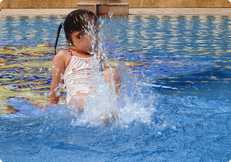 Zoe-pool2