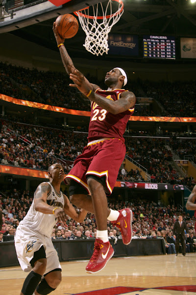 LBJ Introduces the CavFanatic Air Max LeBron VII PE Cavs Crush Arenasless Wizards