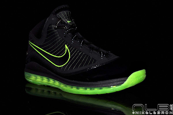 Breaking News Dunkman Max LeBron VII Released at NDC Europe