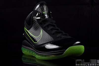 lebron7 black dunkman 67 web Air Max LeBron VII Black/Electric Green aka Dunkman Showcase