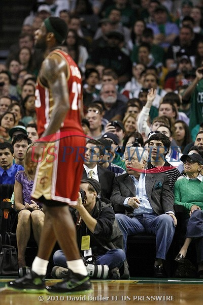 NBA Green Week King James Debuts the Dunkman LeBron VII