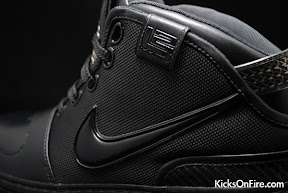 nike zoom lebron 6 gr black anthracite 9 09 General Release Zoom LeBron VIs   Black   Navy   New Photos