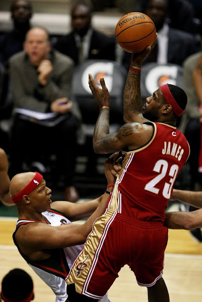 King James Drops 55 On Bucks Including 8 For 11 From Deep