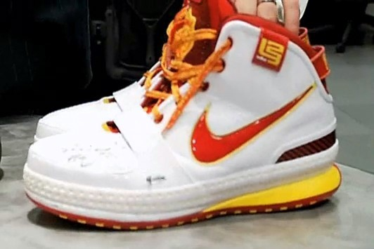 LeBron James InGame Autographed Shoes from Upper Deck
