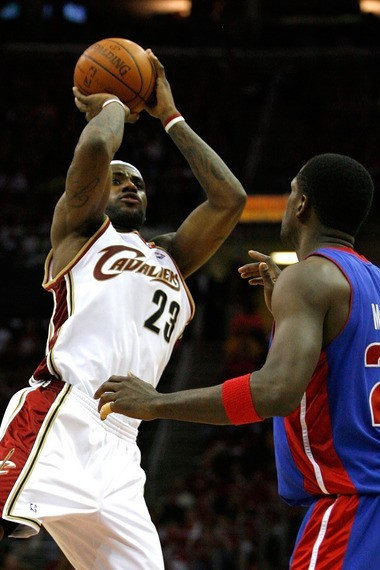 LeBron James Debuts the Soldier 3 Cavaliers Roll Over Pistons