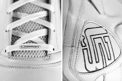 nike zoom lebron 7 white white 1 01 Unusual Nike Max LeBron 7 Sighting on Flickr (Pure White)
