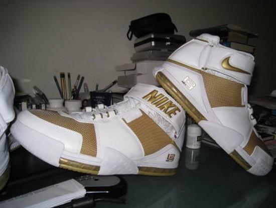 Online Premiere Nike Zoom LeBron II WhiteGold 8220Maccabi8221 PE