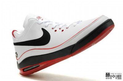 nike air max lebron 7 low ss white black red 2 07 Nike Air Max LeBron VII Low: White/Black/Red & White/Gum