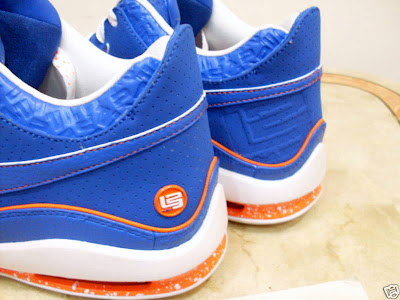 nike air max lebron 7 low gr white royal orange 1 05 Nike Air Max LeBron VII Low New York City Sample Colorway