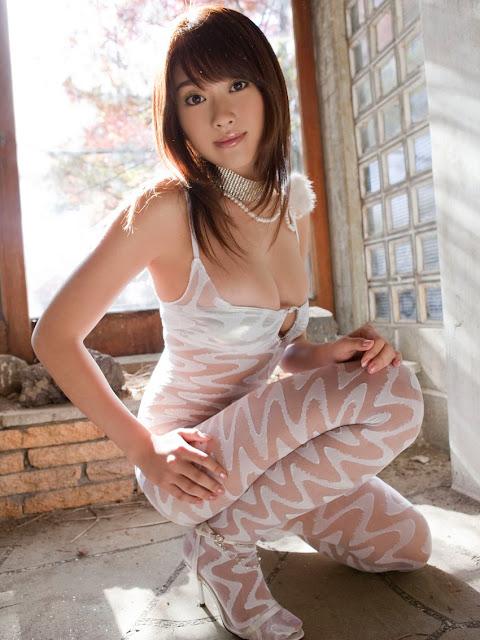 Mikie Hara – Pretty In Pink photos.jpg