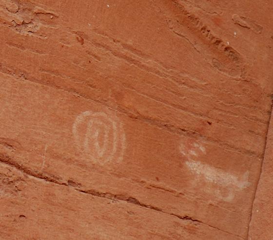 DSC_0188 spiral and animal petroglyphs honanki sinagua ruins en az.jpg
