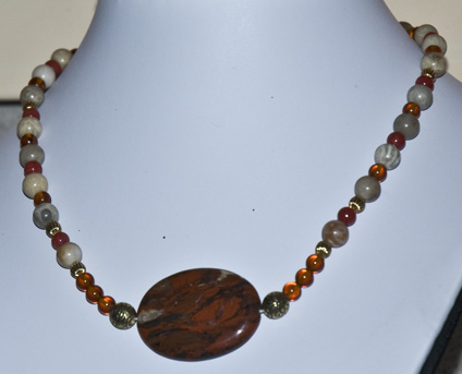 DSC_0059 amber beads coral beads agate pendant and gold spacers en az.jpg