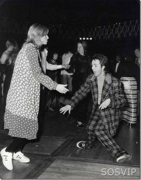 Paul McCartney dançando