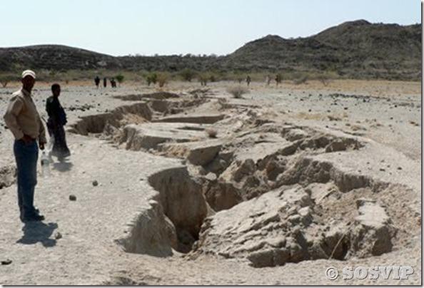 Fissuras Fendas terra etiopia (3)