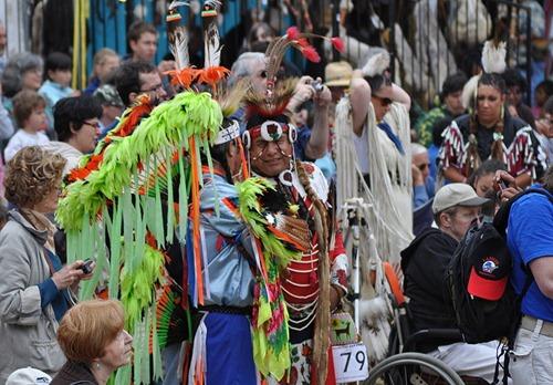Индейцы на фестивале PowWow
