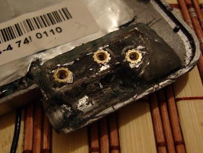 Новый крепеж для петли в крышке ноутбука ASUS z99. Правая петля.