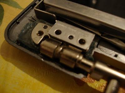 Проверяем не все ли детали ставятся на свои места при сборке ноутбука ASUS z99