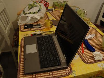 Ноутбук ASUS z99 с отремонтированной крышкой