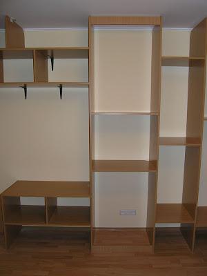 Крепим элементы шкафа-купе к стенам