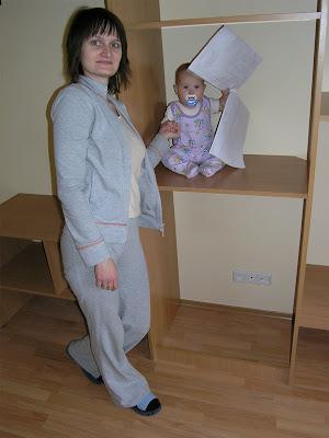 Даже маленький ребенок может контролировать сброку шкафа-купе :)