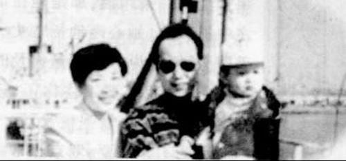 罗京和老婆刘继红及儿子
