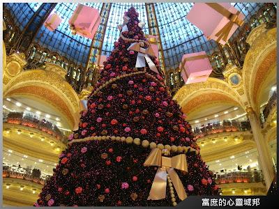 法國巴黎拉法葉百貨內的巨型聖誕樹