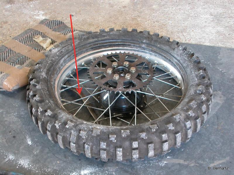 Monter un pneu moto avec chambre a air