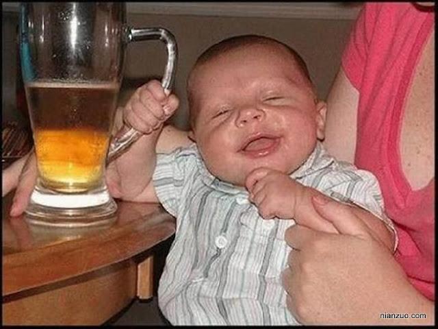 孩子捣蛋 喝多了,啤酒
