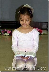 Elliana reading God's Word